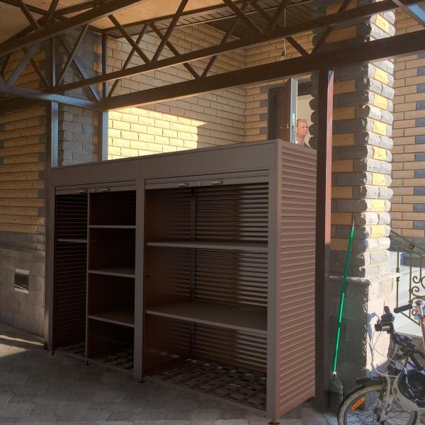 Роллетный шкаф в коттедж